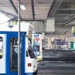 Bij aankomst in de stad, acryl op linnen, 1.00 m x 1.00 m, 2010.